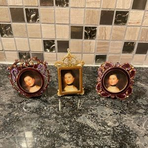 Three vintage style mini picture frames